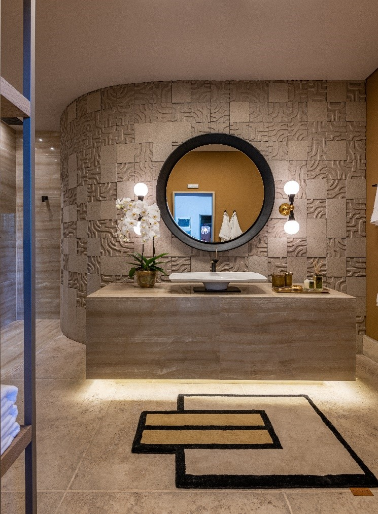 Sala de banho com revestimento em concreto arquitetônico, na CasaCor SP 2019